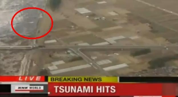 Resultado de imagen de ovni en el tsunami de japon